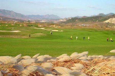 【青岛国际高尔夫俱乐部】地址:崂山区高科园松岭路
